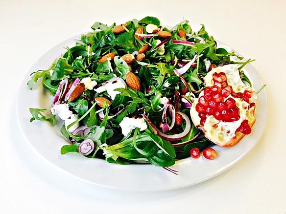 Salade met granaatappeldressing